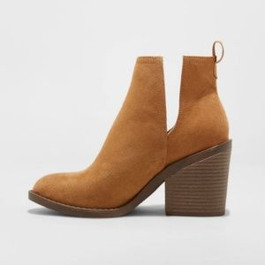Cut-Out Ankle Boot with Side Slit